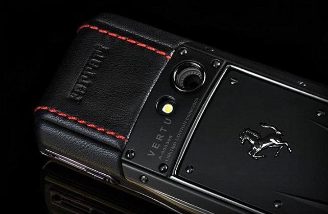 Vertu-Ascent-Ti-Ferrari-Nero-Assoluto-4